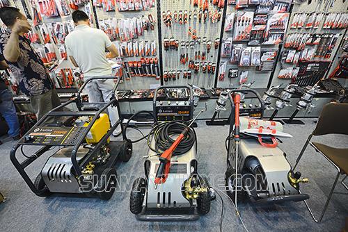 Máy bơm rửa xe Trung Quốc có giá thành rẻ hơn so với sản phẩm đến từ châu Âu