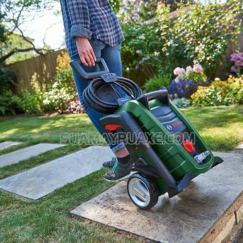 Máy rửa xe gia đình Bosch có thiết kế gọn gàng, dễ dàng di chuyển và sử dụng
