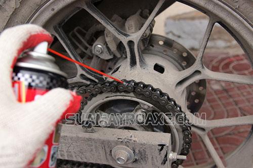 xích xe máy cần được vệ sinh và bảo dưỡng thường xuyên