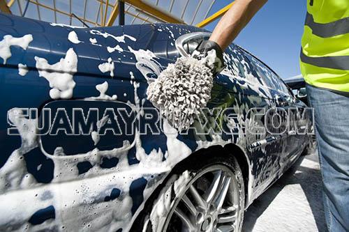 Rửa xe ô tô thường xuyên là việc rất cần thiết