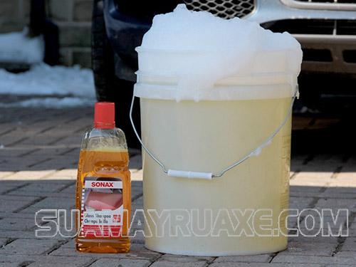 Cách sử dụng nước rửa xe bọt tuyết Sonax khá đơn giản