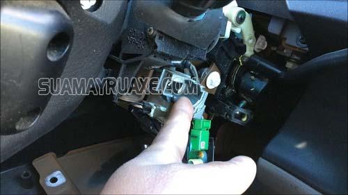 Mở khóa xe máy mà không cần dùng đến chìa