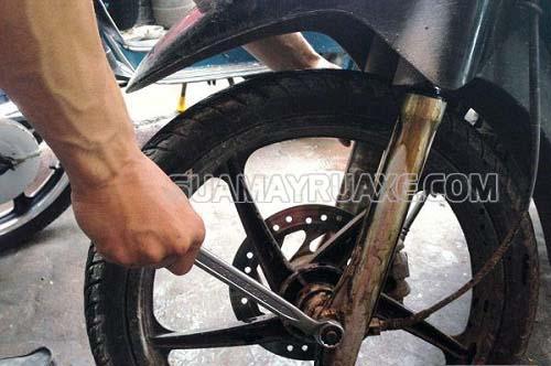 Nguyên nhân dẫn tới hỏng phuộc xe máy do nhiều yếu tố