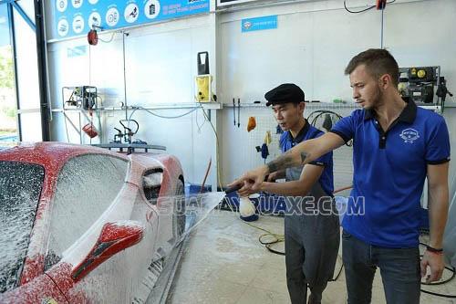 Khách hàng có thể tìm được tiệm rửa xe hơi chuyên nghiệp tại Đà Nẵng