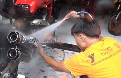 Các công đoạn rửa xe máy cẩn thận