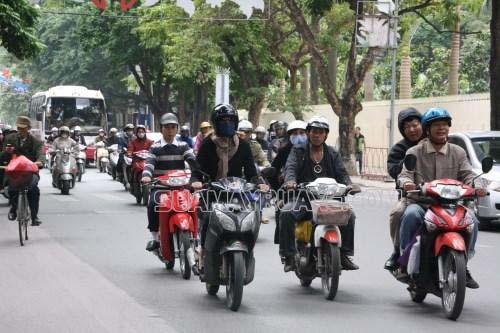 Xe máy là phương tiện di chuyển tiện dụng cho mọi người