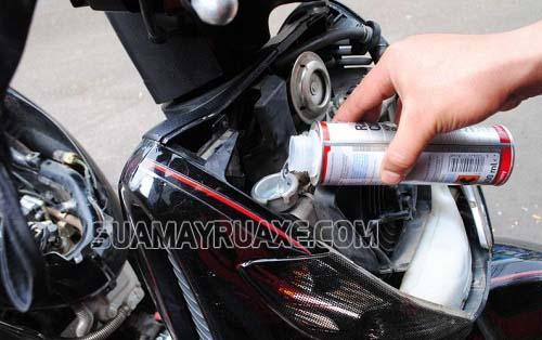Thay nước làm mát để xe máy tản nhiệt hiệu quả