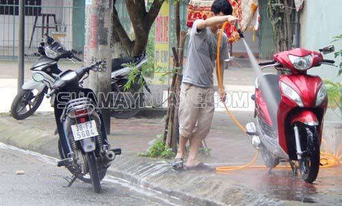 Nếu bạn không rửa xe thường xuyên sẽ ảnh hưởng tới lớp sơn xe