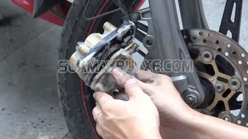 Các chi tiết của bộ phanh đĩa xe máy