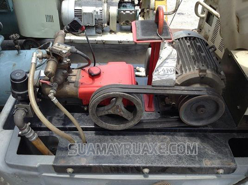 Máy phun rửa xe không lên nước do mất lò xo