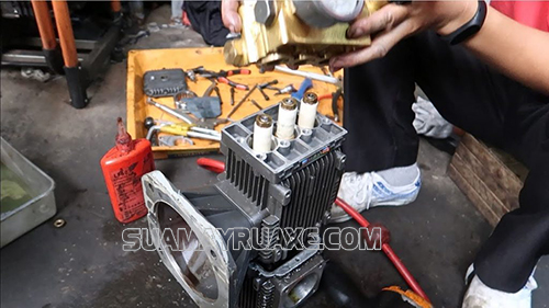 Tụ điện của máy rửa xe bị cháy do điện yếu