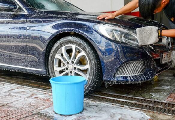 Những nguy cơ tiềm ẩn khi rửa xe bằng nước mưa