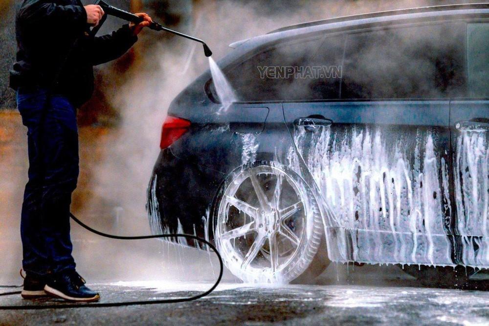 Cần thường xuyên rửa xe sau khi đi mưa về