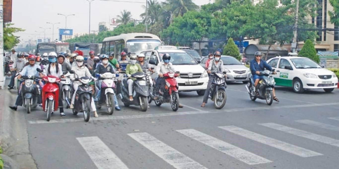 Việc đứng đợi đèn giao thông quen thuộc với tất cả các phương tiện