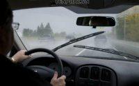 Bật điều hòa có thể dẫn tới hiện tượng làm mờ kính xe
