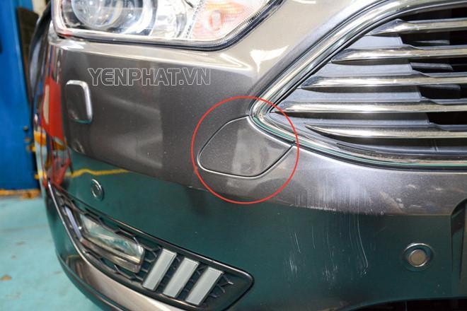 Miếng ốp nhỏ che bộ phận móc cáp cho chiếc xe có thêm thẩm mỹ