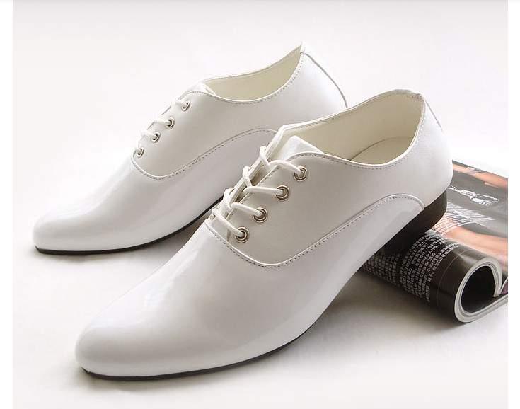 giày trắng lịch lãm sang trọng