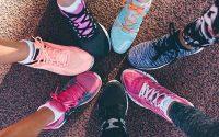 Cách đánh giày vải