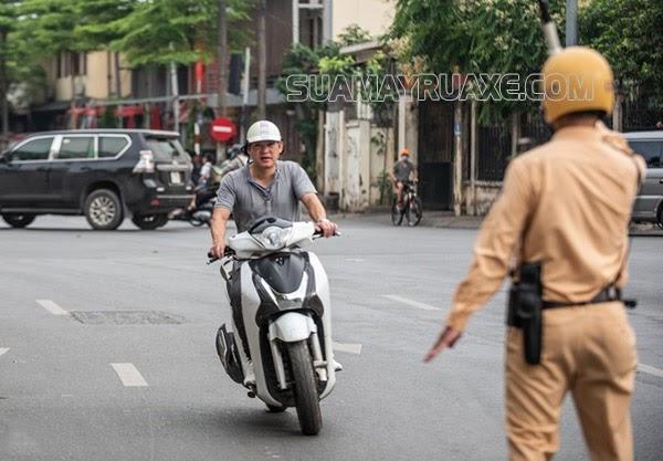 Chia sẻ cách đi xe máy không bị công an bắt hay nhất