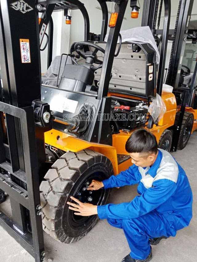Cách bảo trì xe nâng điện an toàn, bền bỉ