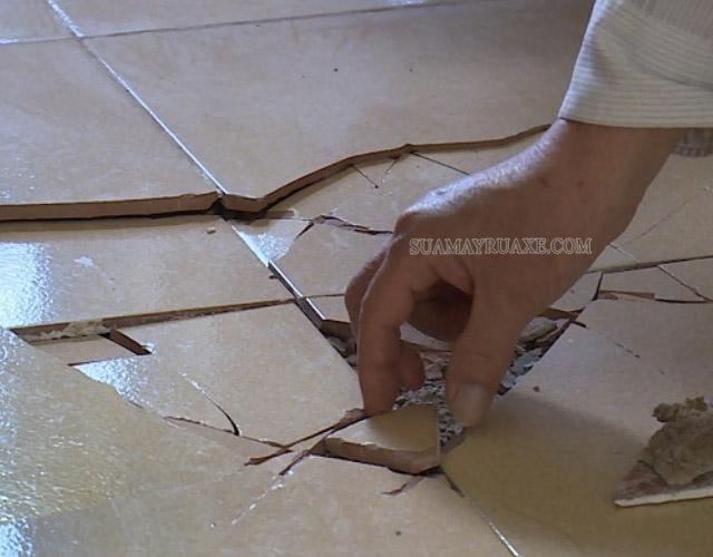 Gạch lát nền bị nứt, vỡ do nhiều nguyên nhân