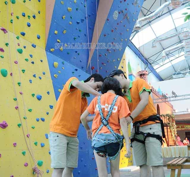 Kinder Park là địa điểm leo núi nhân tạo cho trẻ hàng đầu Hà Nội