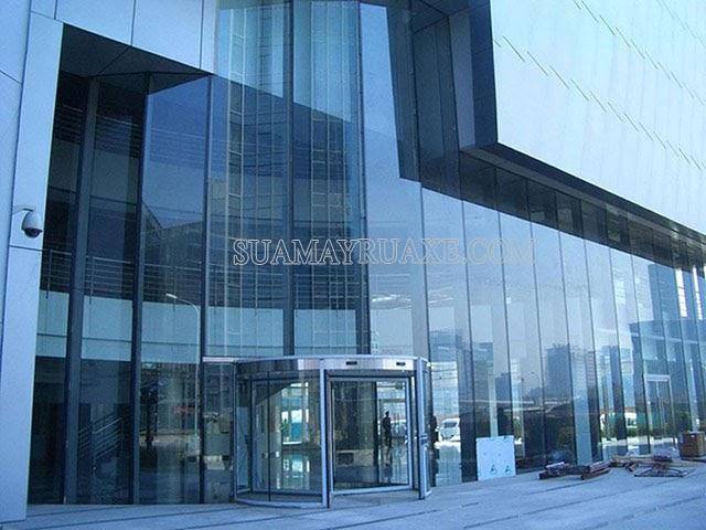 Kính phản quang được sử dụng nhiều ở các tòa nhà cao tầng