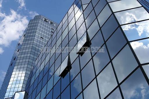 Kính phản quang giúp cho tòa nhà sang trọng hơn