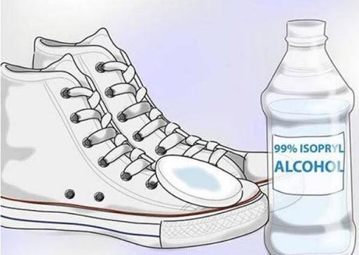 Hướng dẫn đánh giày vải bằng cồn hiệu quả nhất