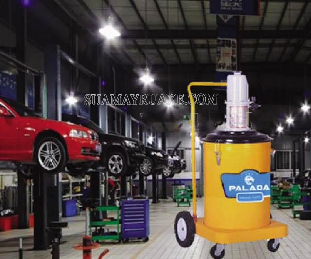Máy bơm mỡ được sử dụng nhiều ở gara ô tô