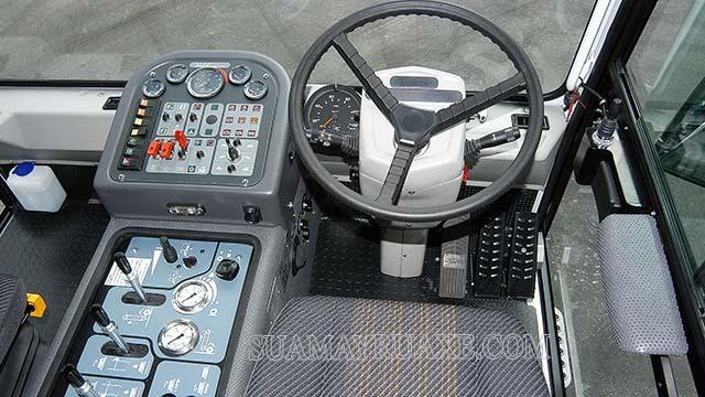 Xe quét rác Dulevo 5000 sở hữu bộ điều khiển tiện lợi, thao tác dễ dàng
